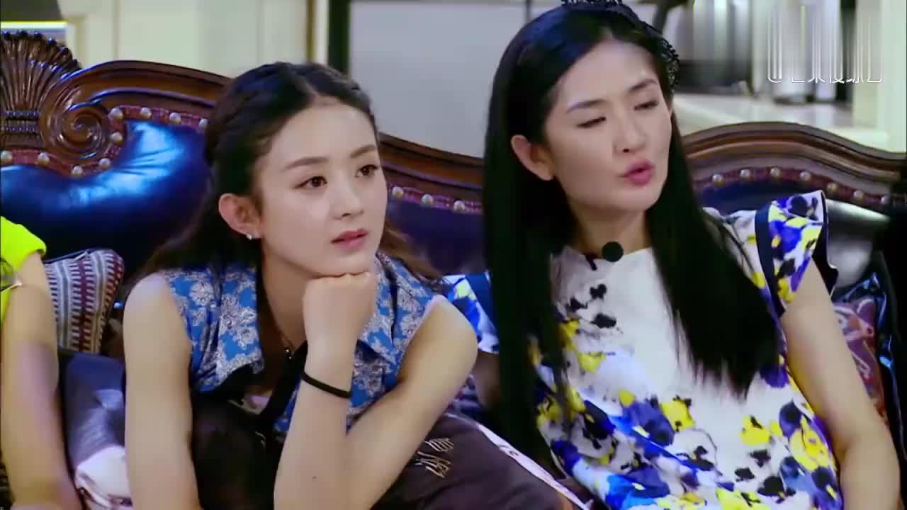 设计师说赵丽颖谢娜没气场,颖宝直接从沙发上跳了起来:说谁呢?
