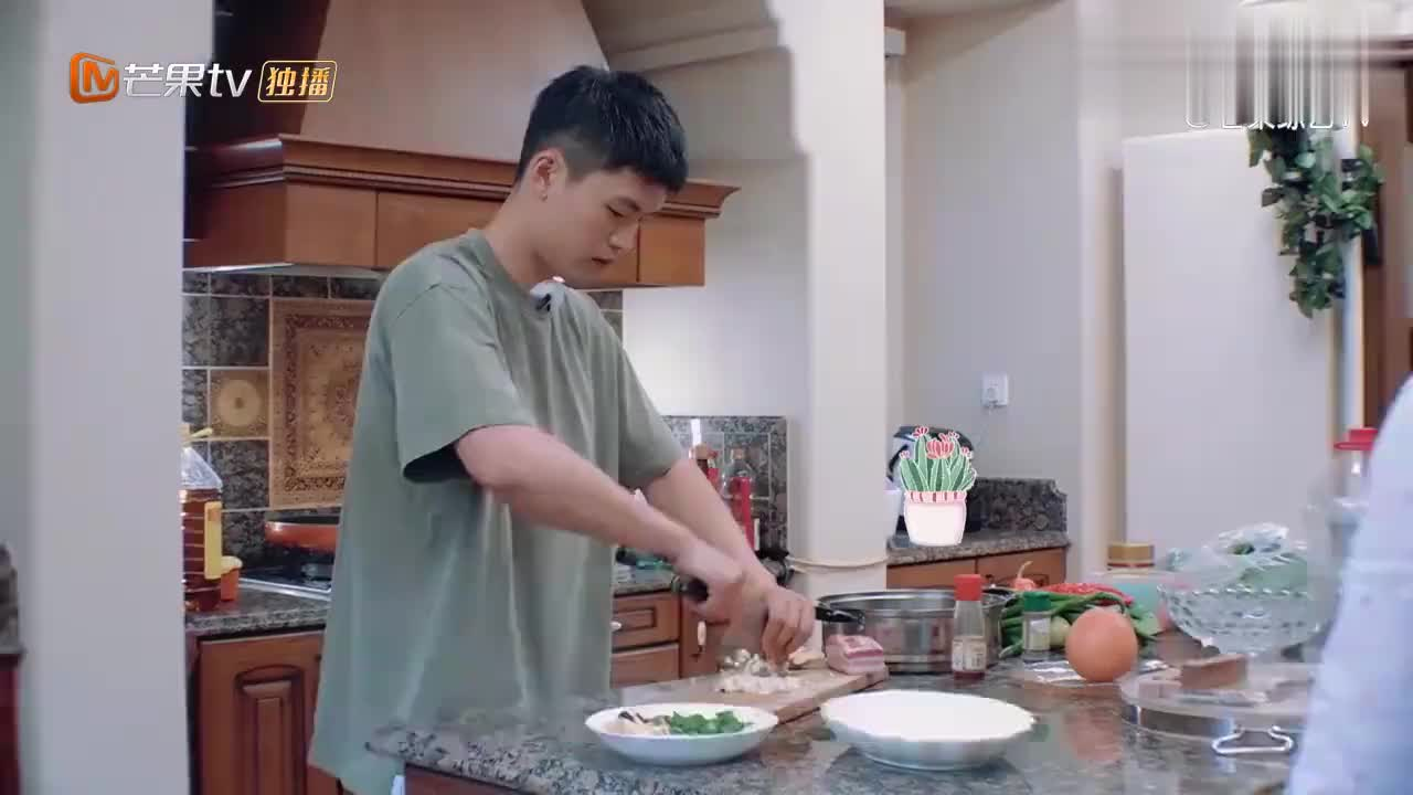 宁桓宇结婚前照片大对比,颜值堪比吴彦祖,如今却面临减肥危机!