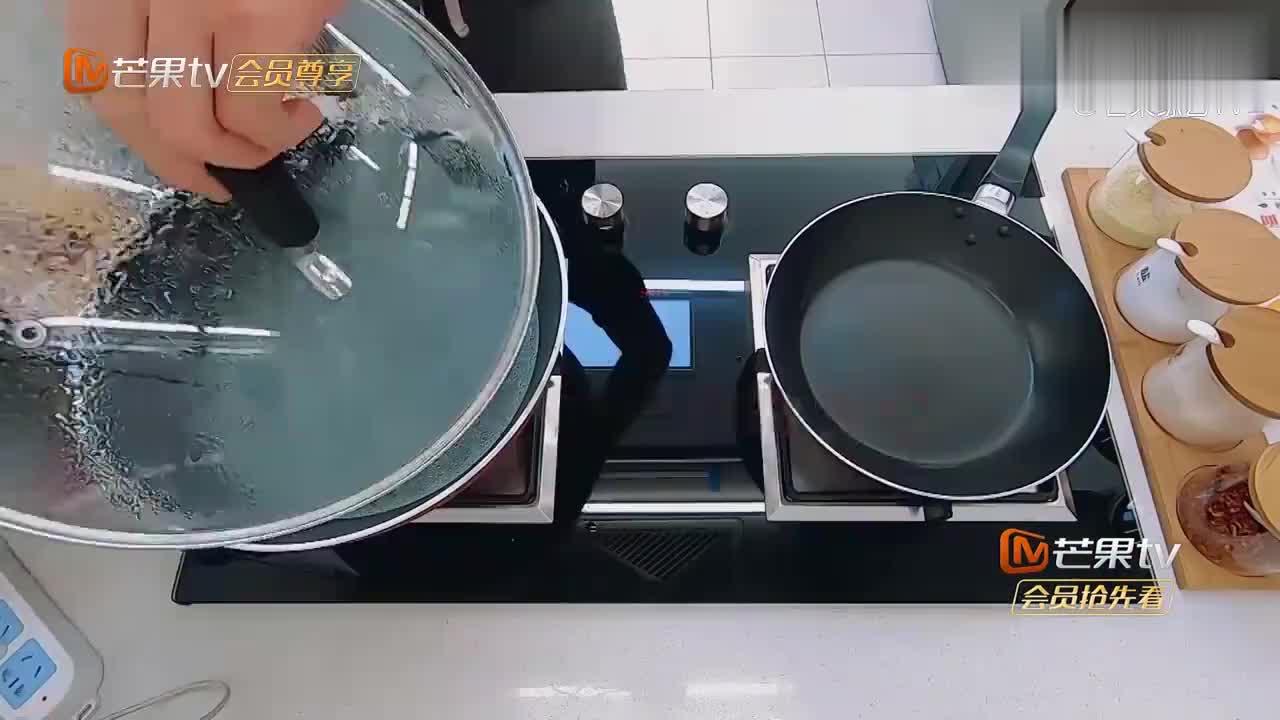 宁桓宇给怀孕老婆做饭,手艺堪比五星级大厨,这样的男人不多了!