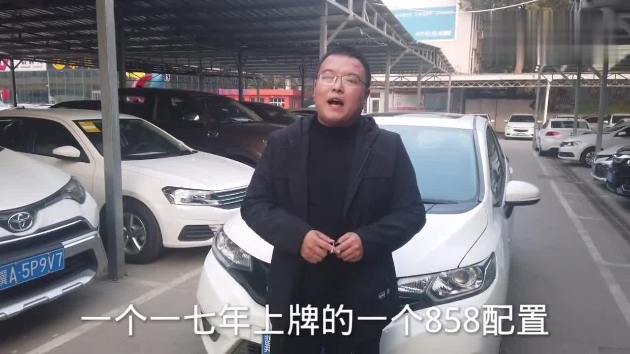 视频:买飞度的车主真幸福,17年带天窗的飞度车商还能七W收,保值!!
