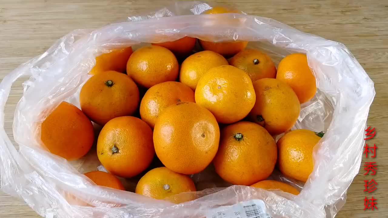 把橘子放锅里一蒸,真是高明,一次做12个,好吃解馋,又学到一招