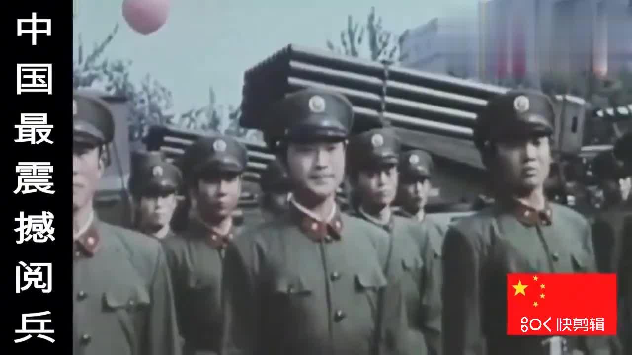 中国大阅兵,光中国解放军这正步劈枪的气势,外国人都感叹不已