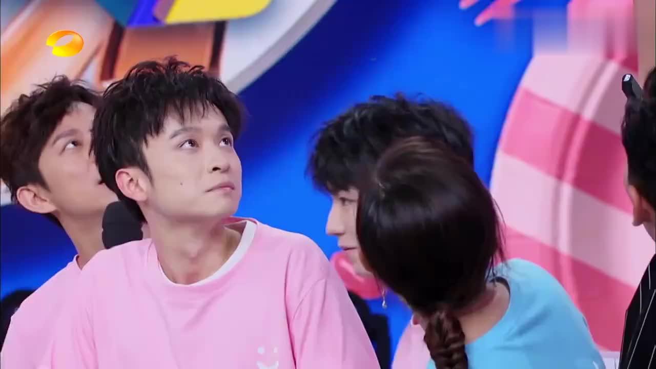 快本:王俊凯化身哪吒转圈喂胡萝卜,抽打在董子健脸上,看着都疼