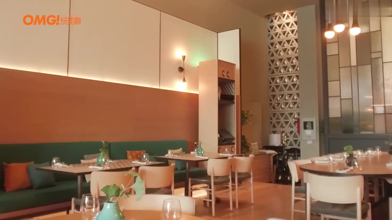 维嘉宣璐打卡迪拜网红餐厅,音乐喷泉近在眼前,有钱就是任性!