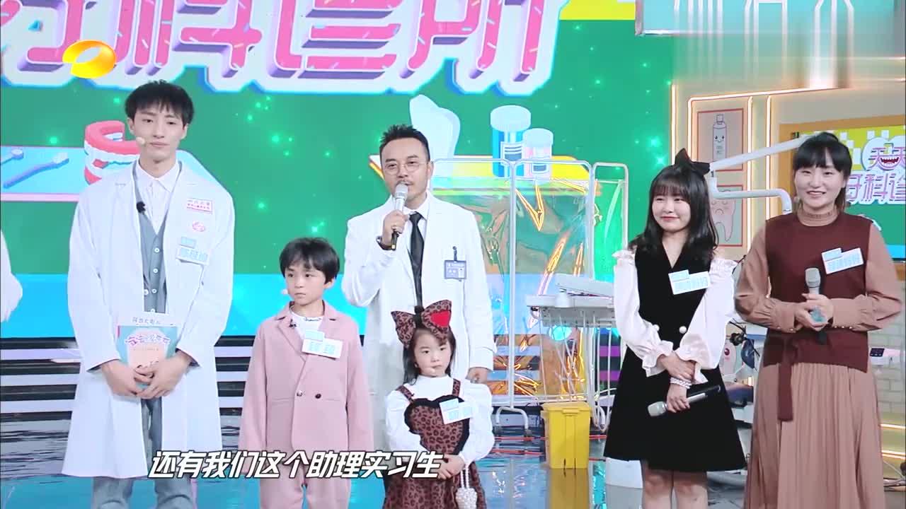 5岁女孩见医生害怕,大张伟一招哄好,以后一定是位好爸爸!