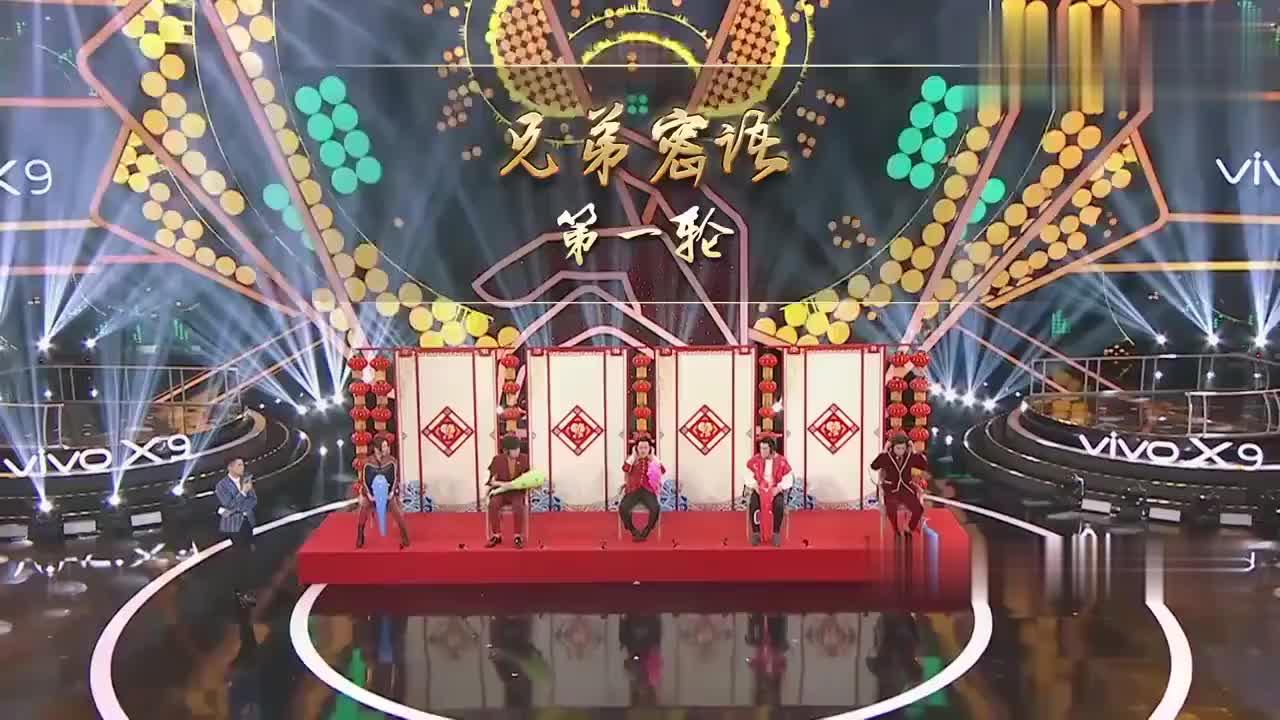 王牌对王牌:王祖蓝等人戴上耳机,跟着音乐跳舞,惹王俊凯大笑