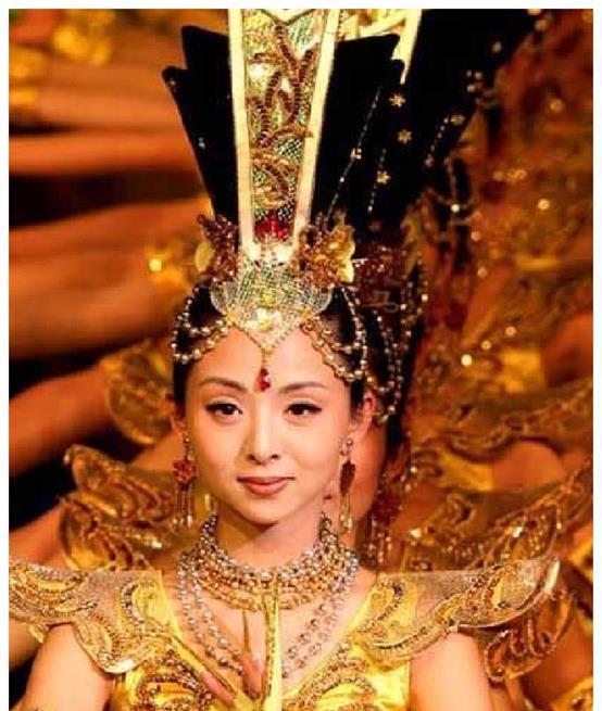 千手观音邰丽华,大富商追求8年追不到,却嫁了穷小子