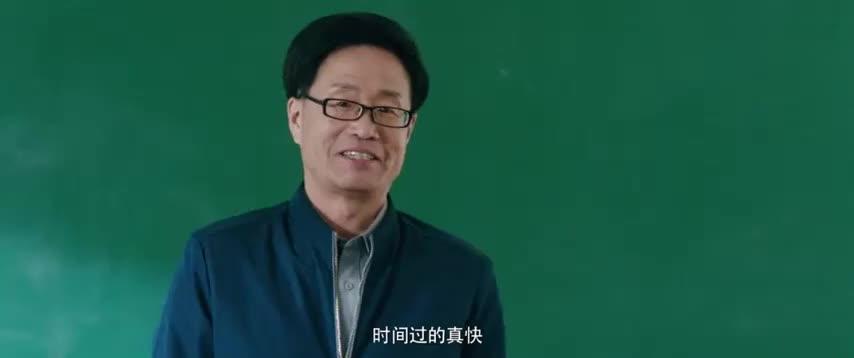 语文老师刚开学就教导孩子们,还念出陆杨写的作文,不料全班大笑