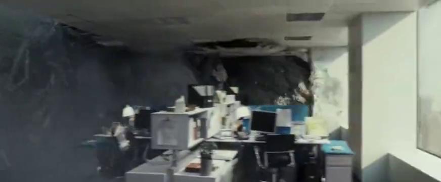超级巨兽登场,轻松摧毁一层大厦,就连大猩猩都不敢轻举乱动