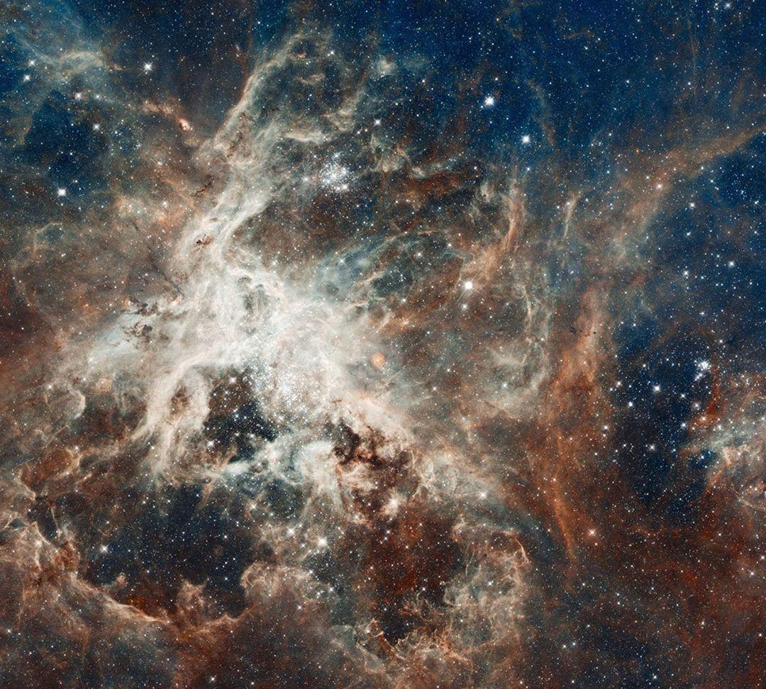 壮丽宇宙中的科德韦尔深空天体表,来自哈勃太空望远镜的观测