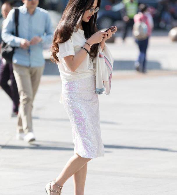看身材高挑的美女怎么穿,裙装裤装都能穿出独特气质