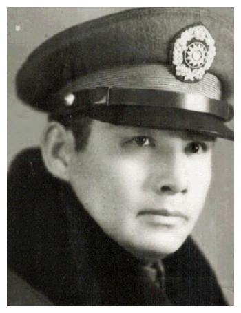 张灵甫逝世,留下19岁的老婆和孩子,孤儿寡母没有辱没将军威名