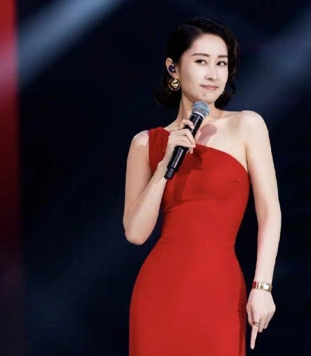 """刘敏涛十年磨一剑,离婚后复出再次爆红,她的穿搭从不输""""演技"""""""