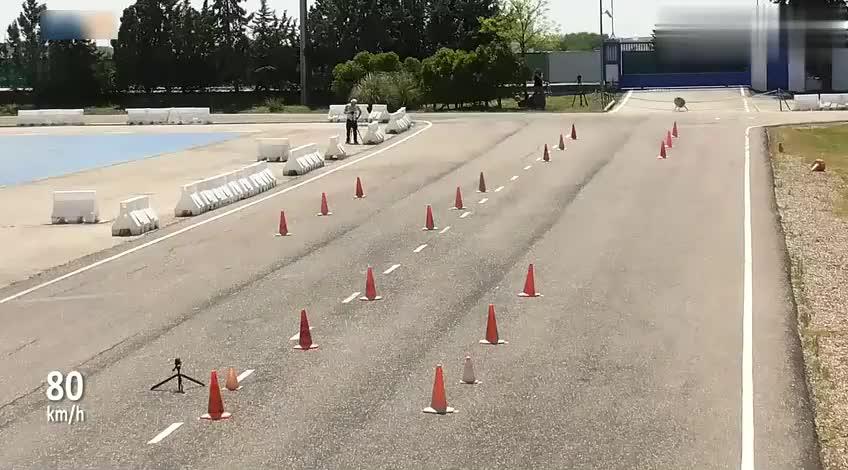 视频:2018款本田飞度,做了一个麋鹿测试后,还要啥大众POLO!