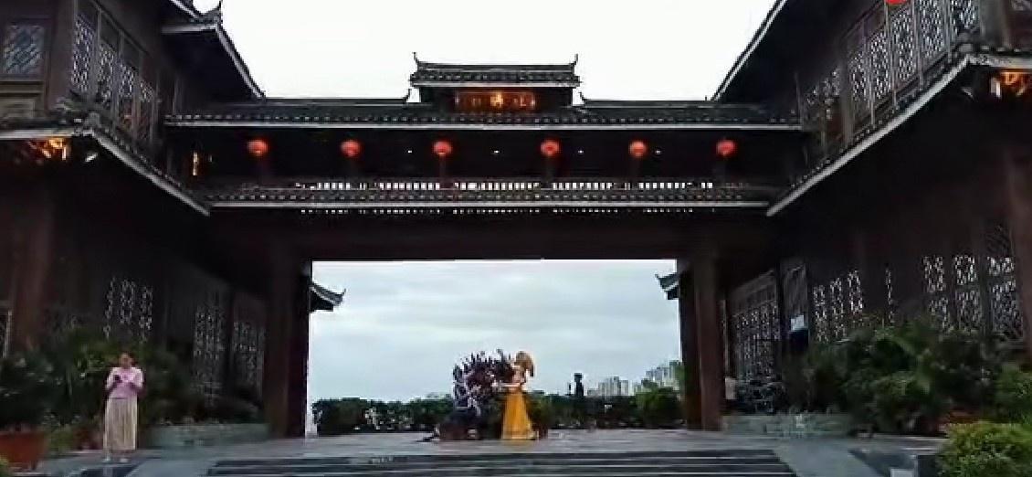 广西南宁壮乡楼,位于李宁体育公园的后山上,广西壮族特色建筑