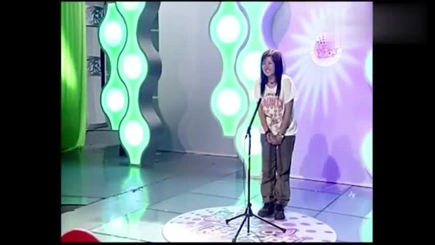 2005年超级女声海选,何洁太紧张了,李宇春超级自信