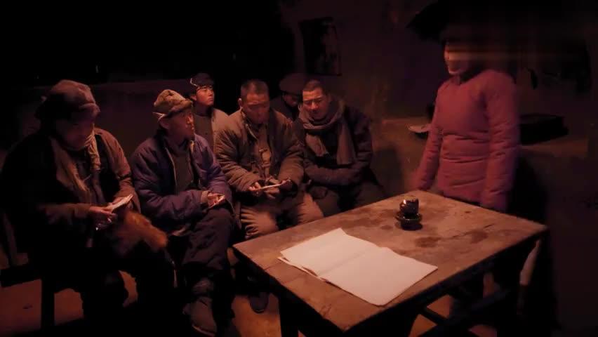 区小队:翻译官让乡亲们举个烧饼旗一起喊欢迎,被刘大强撞见!