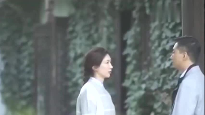爱得过火!王漫妮被小张主任监控,对其亲切关怀很抗拒