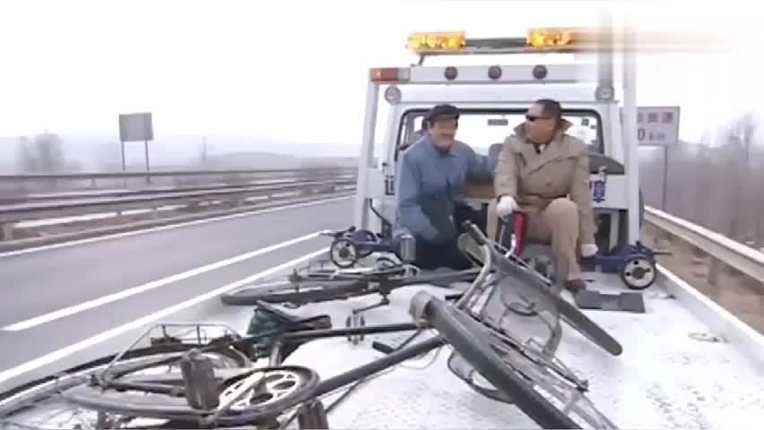 马大帅彪哥搭车去铁岭,坐着警车上高速,这待遇杠杠滴!