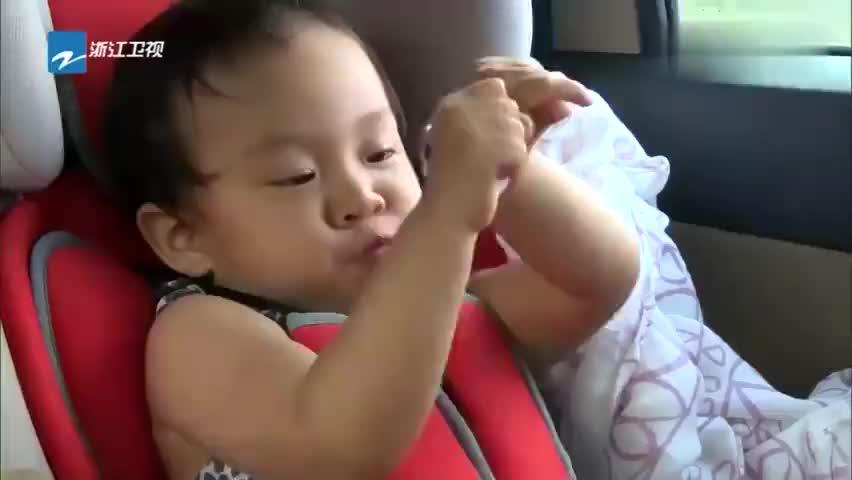 爸爸回来了:贾乃亮李小鹏要去看索道,奥莉好乖,自己不害怕!