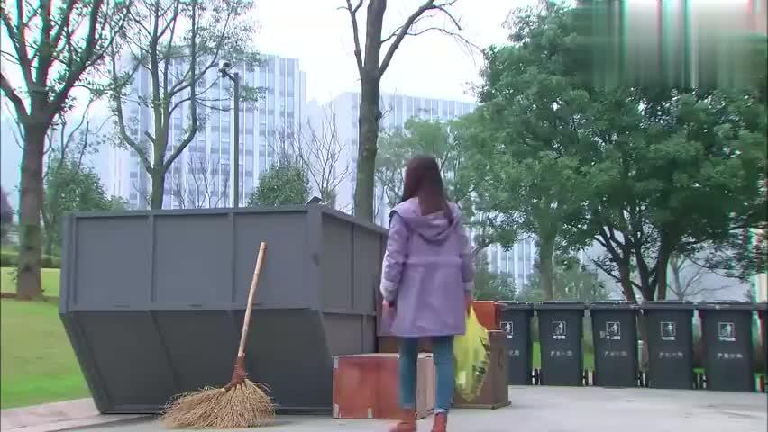 小秋将总裁寻来的解酒药扔了,一向洁癖的他果断跳到垃圾车里寻药