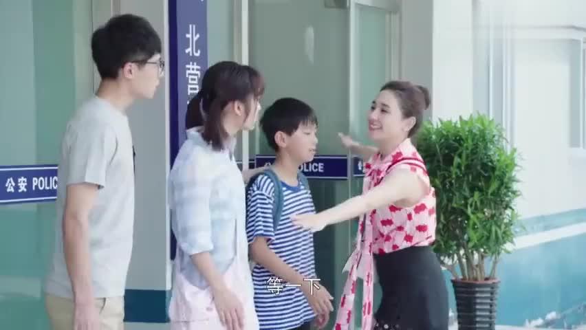 影视:母亲对俩孩子善意的谎言,女儿有察觉,心有灵犀