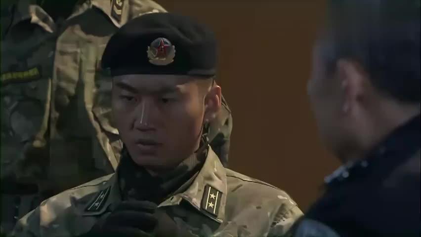 特种兵:领导让孤狼队员抓自己兄弟,小庄再见兄弟,瞬间直接流泪