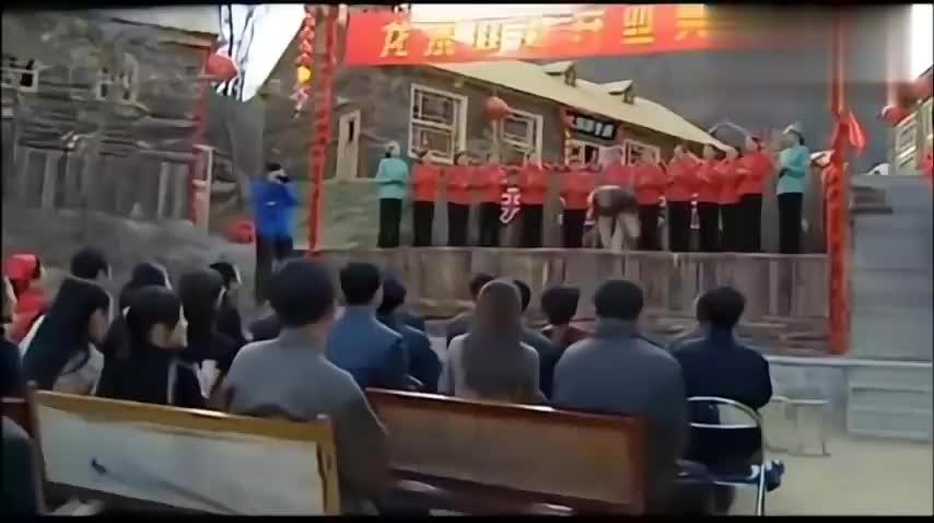 刘老根:山庄开业,林蟆太吓人顾客不敢吃,刘老根:不敢吃就放那