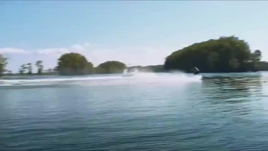 为拍摄鲨鱼食人真实场景,竟把鲨鱼放入咸水湖,毫无人性