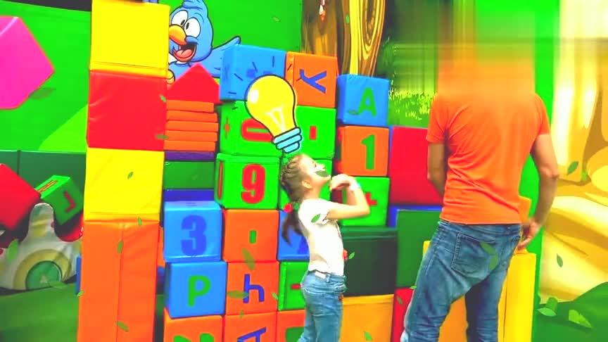 亲子游戏-小萝莉和爸爸游乐园玩耍,学习数字!