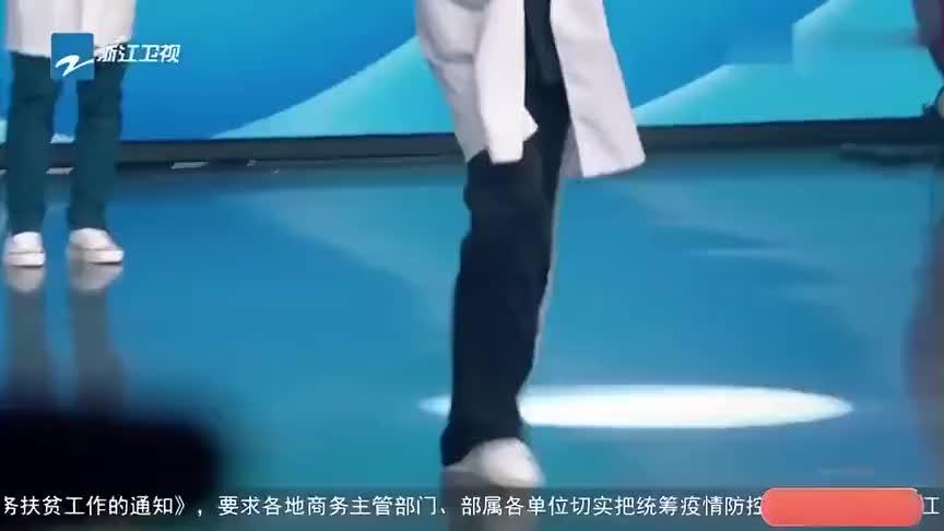 胡兵穿着白大褂走秀,简直太帅了,杨迪:我想买这件!
