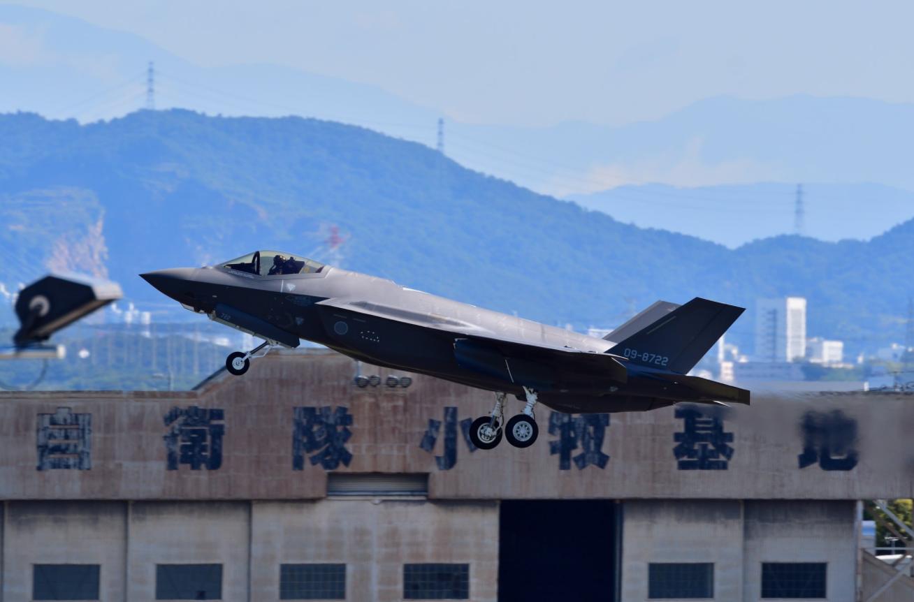 日本航空自卫队小牧基地的F-35