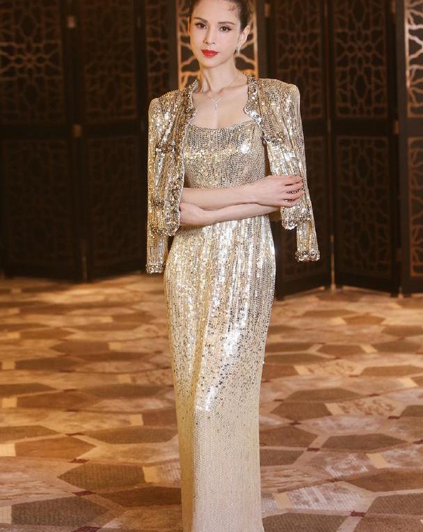 逆龄女神李若彤,穿亮片礼裙惊艳众人,全场气质绝佳