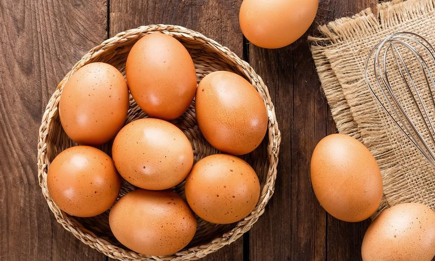 夏天鸡蛋别再放冰箱了,教你2个土方法,放1个月不坏,简单实用
