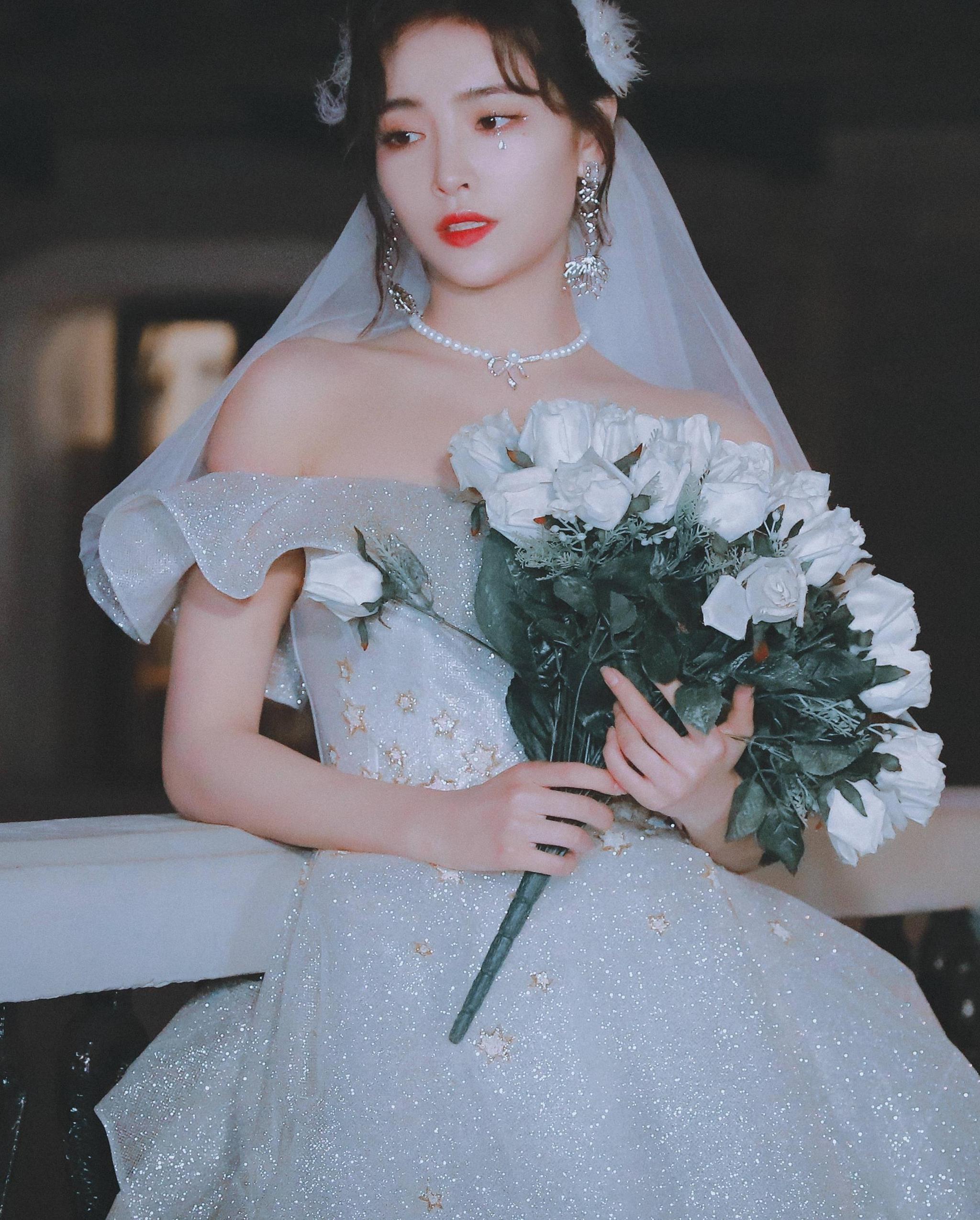 许佳琪的私服够好看了,当她穿上婚纱,我才知道啥叫美丽动人