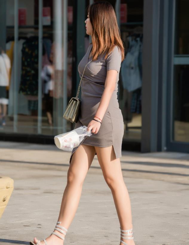 女神姐姐们的气质穿搭,优雅裙装必不可少,气质提升一大截