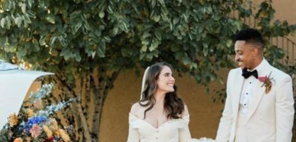 恭喜!29岁麦科勒姆正式宣布结婚,合影中妻子笑容甜美