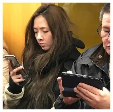 明星坐地铁趣事,局座全程玩手机,黄渤无人识,张绍刚睡着了