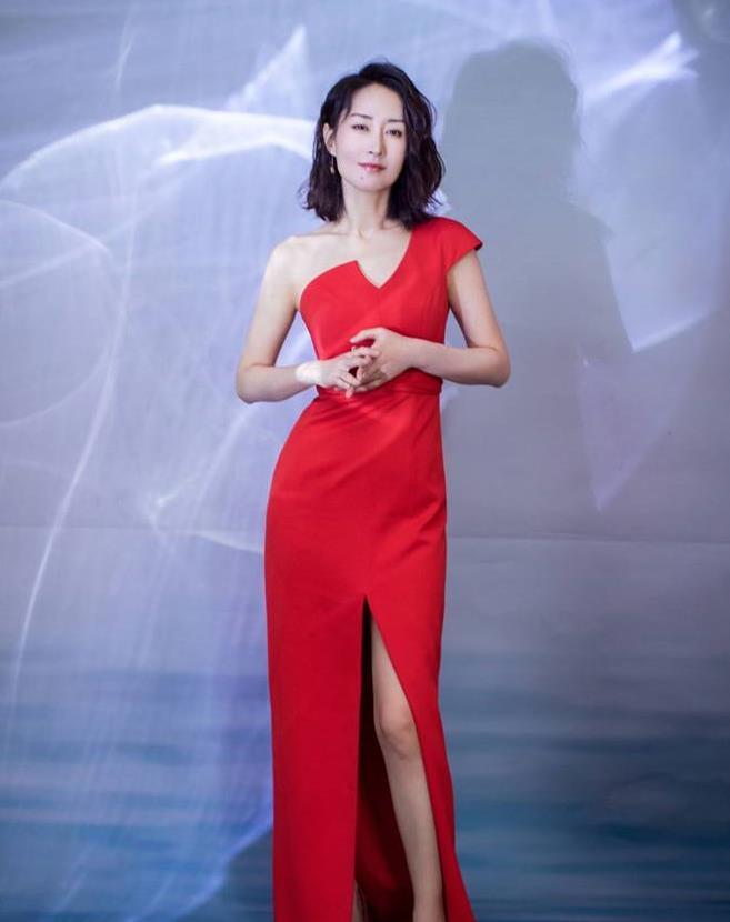 又甜又酷的姐系穿搭,看刘敏涛的时尚穿搭,气质优雅的时髦精!
