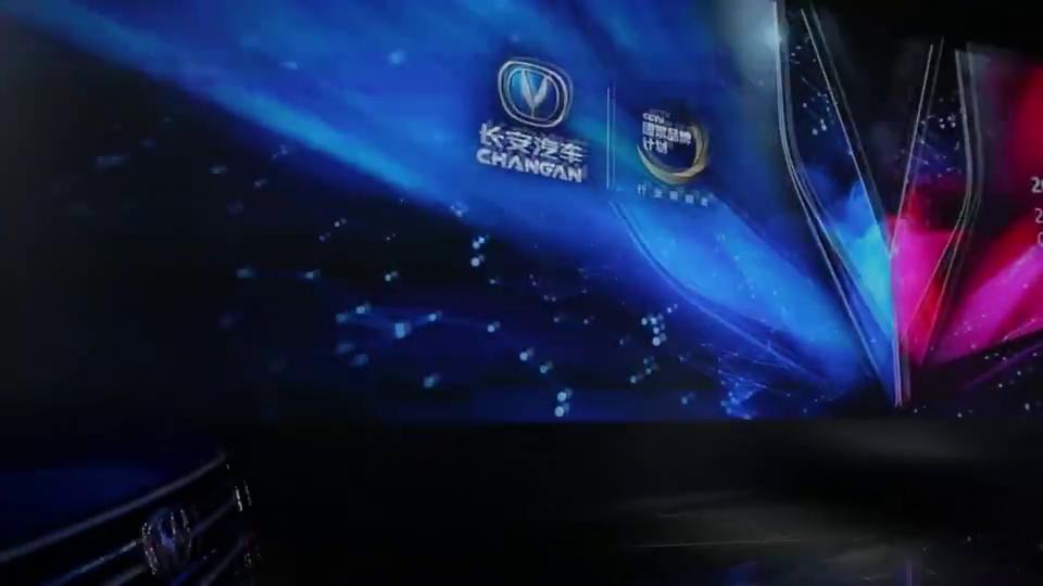 视频:不看车头还以为是宝马X6,国产轿跑SUV长安CS85实拍