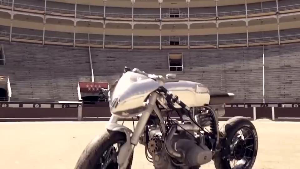国外的摩托车已经开始自动驾驶了,体感控制科技感十足
