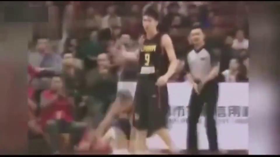 """中国男篮史上最严重""""斗殴""""!朱芳雨爆打对方球员,看当年发生什么"""