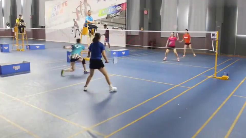 羽毛球业余女双打的真精彩,网友:这水准堪比国家队