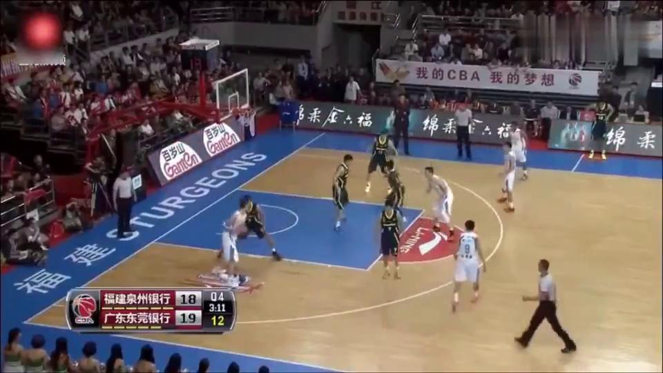 易建联还是中国男篮第一人,他教周琦李慕豪王哲林怎么在内线打球