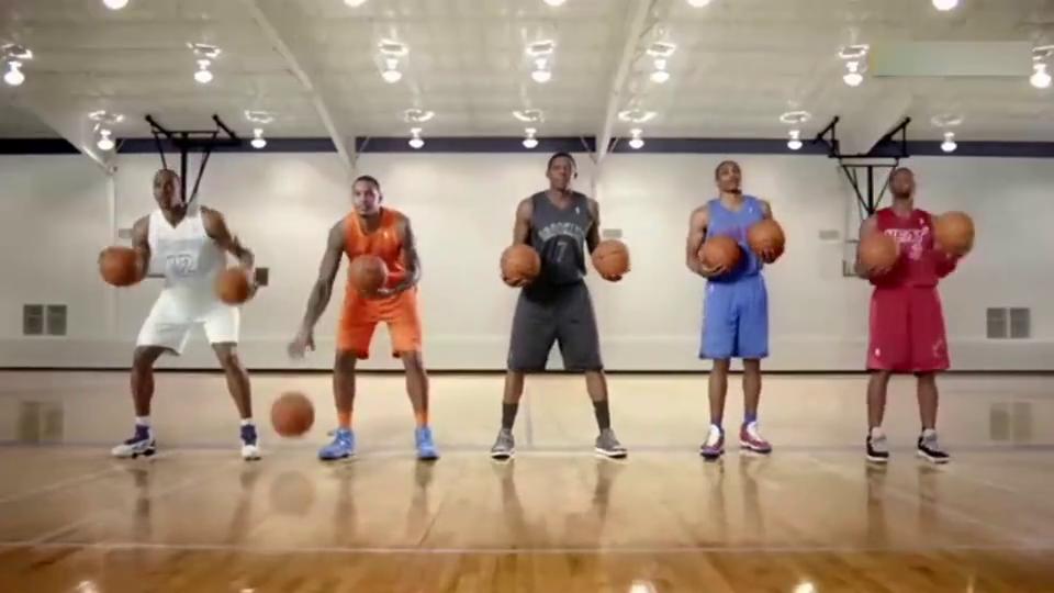 美国超级巨星用篮球玩出新花样,这也是一个乐队还是球队?
