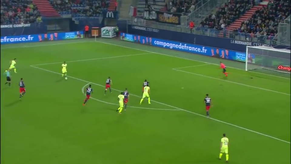 安哥拉·夫拉吉尼无人盯防,接队友传球轻松攻破卡昂队大门