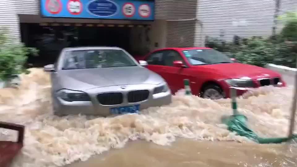 广州暴雨之后最坚强的宝马车,涉水险总算没浪费!