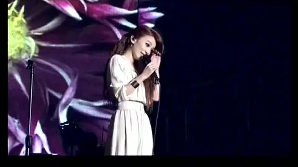 田馥甄最经典的翻唱《囚鸟》,磁性的嗓音将这首歌曲唱得娓娓动听