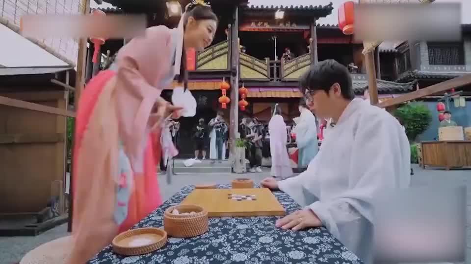 郎朗教妻子下五子棋,却反被吉娜套路,立马急了:不能这样玩!