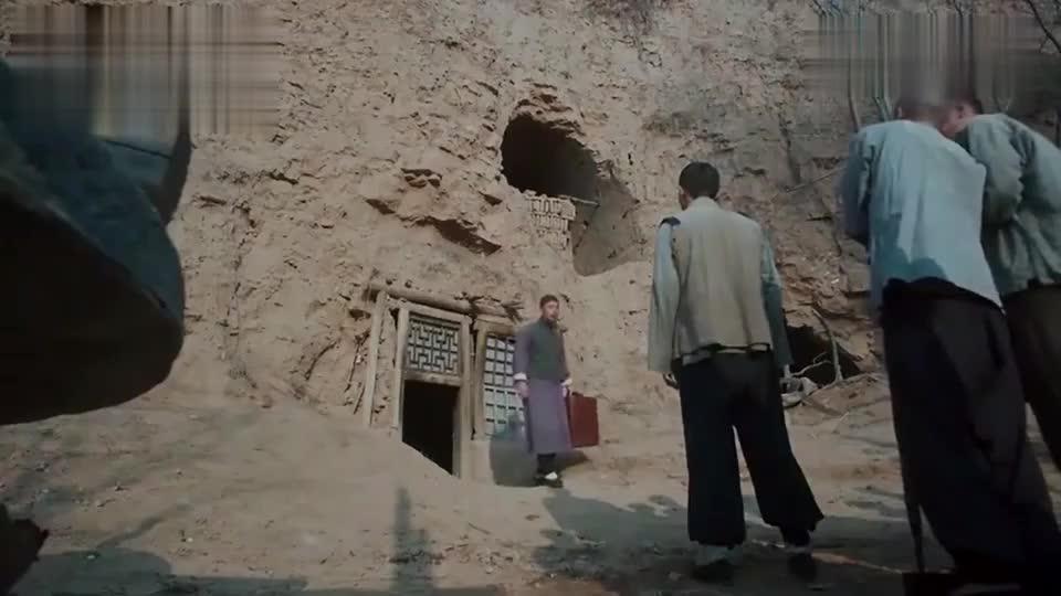 田小娥惨死在窑洞里,村民们纷纷前来围观,窑洞当场塌陷!